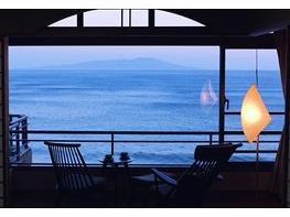 伊豆大島を正面に臨む宿 熱川館